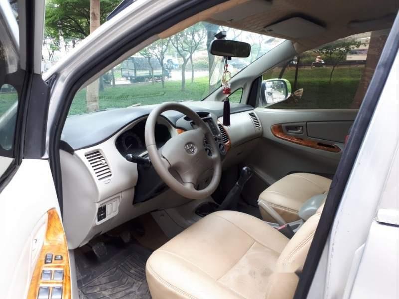 Cần bán Toyota Innova năm sản xuất 2008, màu bạc-3