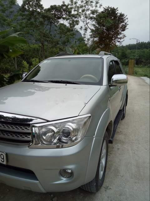 Bán Toyota Fortuner đời 2010, màu bạc-0