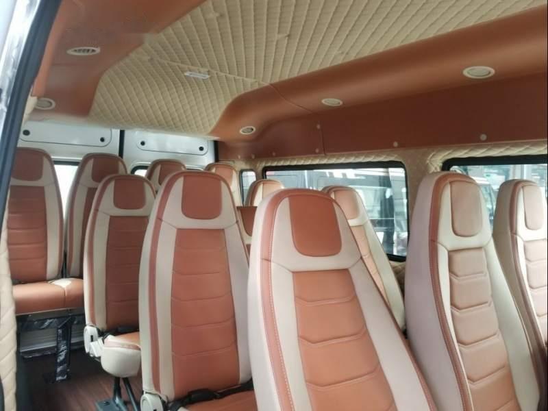 Bán Ford Transit Limited năm sản xuất 2019, màu bạc-3