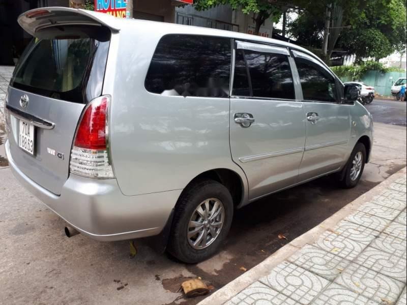 Cần bán Toyota Innova năm sản xuất 2008, màu bạc-4