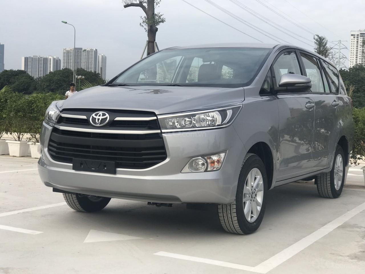 Toyota Innova 2019 số sàn - khuyến mãi lớn, trừ tiền và phụ kiện - Trả góp từ 6tr/tháng. LH 0942.456.838 (5)