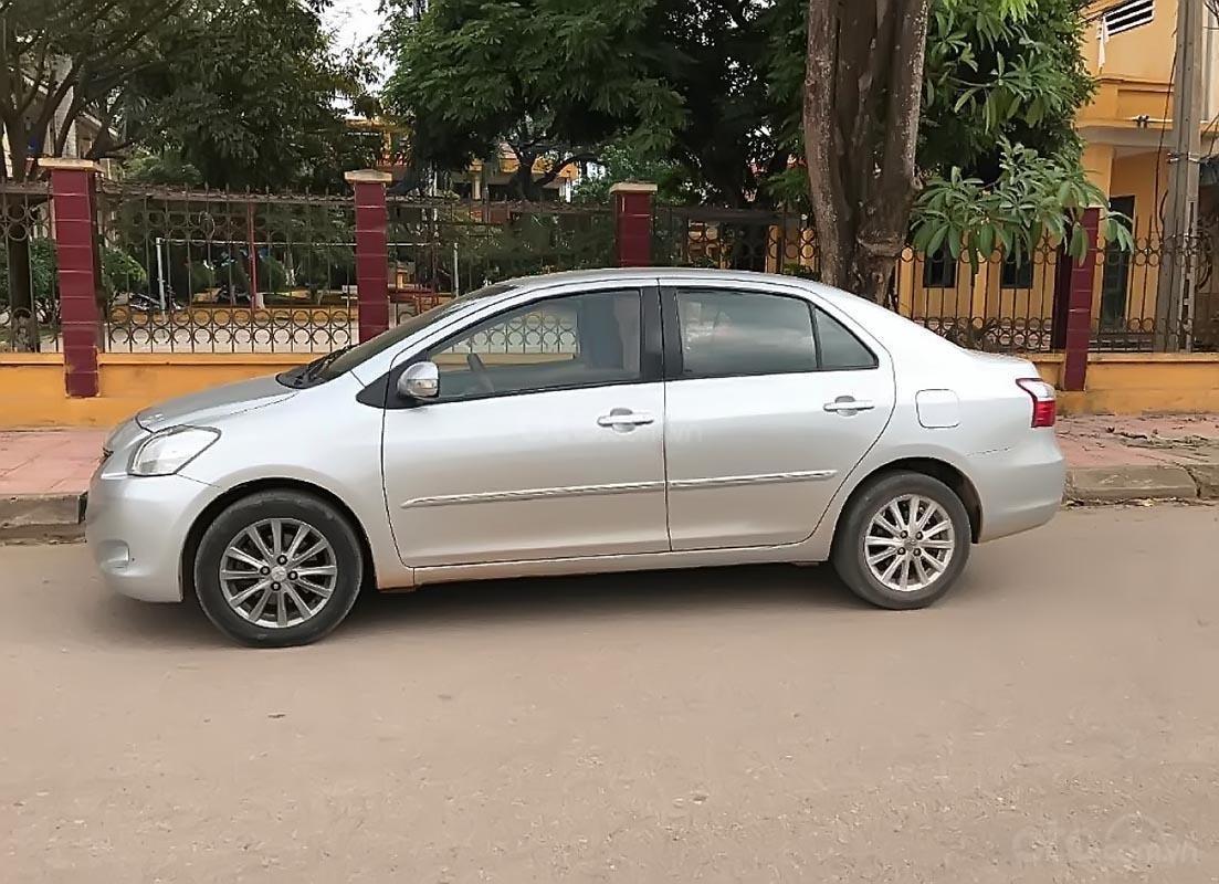 Bán Toyota Vios sản xuất 2012, màu bạc, xe gia đình -0