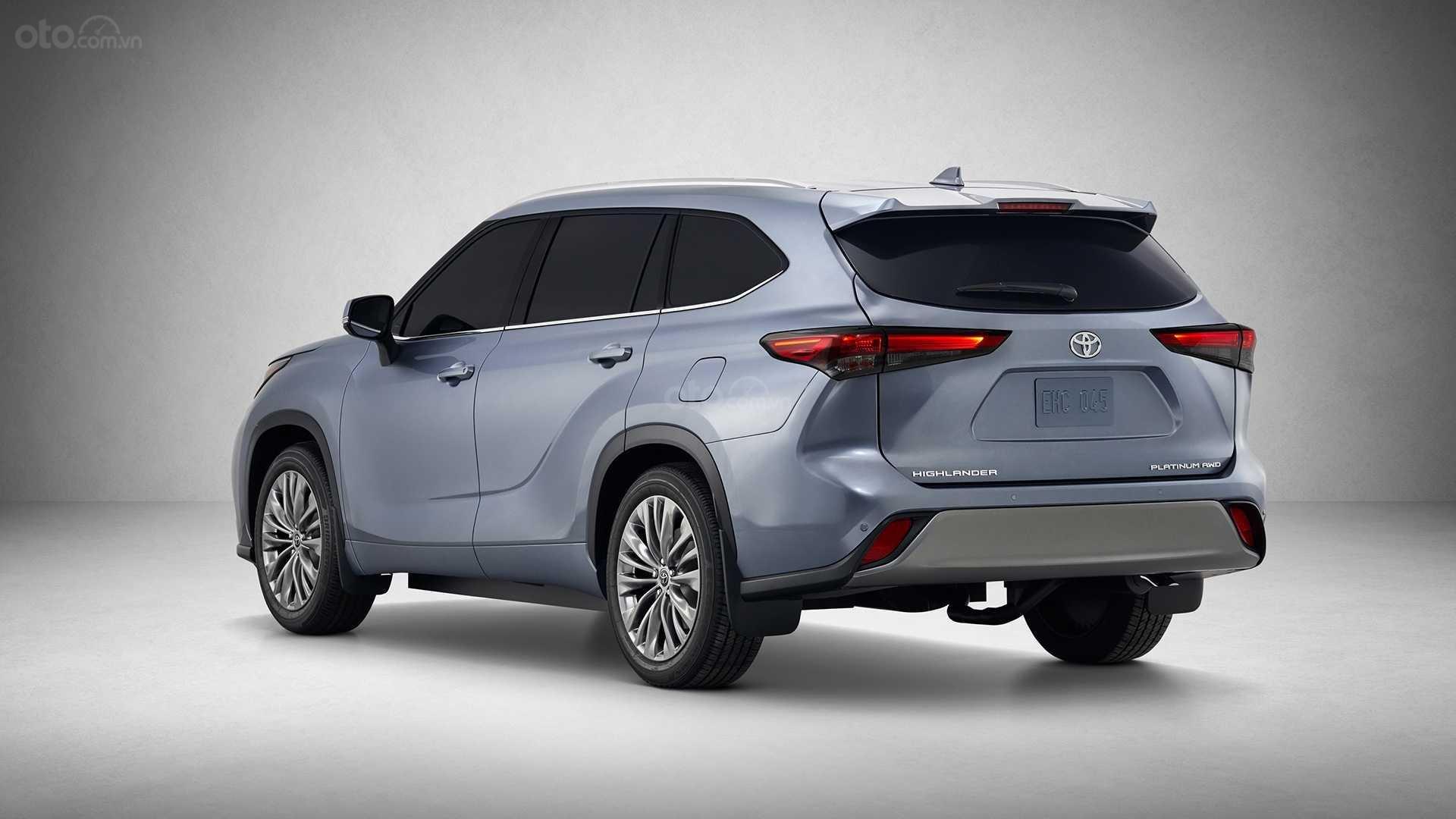 Toyota Highlander 2020 góc 3/4 đuôi xe
