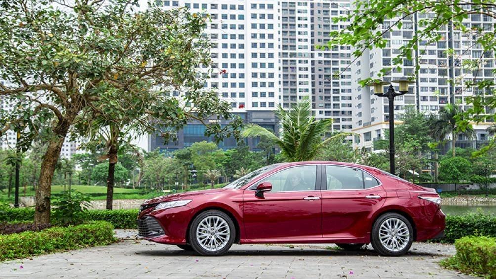 Ảnh thực tế Toyota Camry 2019 trước ngày ra mắt Việt Nam a2