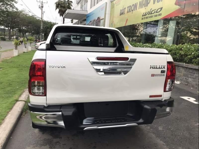 Bán Toyota Hilux sản xuất 2019, màu trắng, nhập khẩu nguyên chiếc (4)