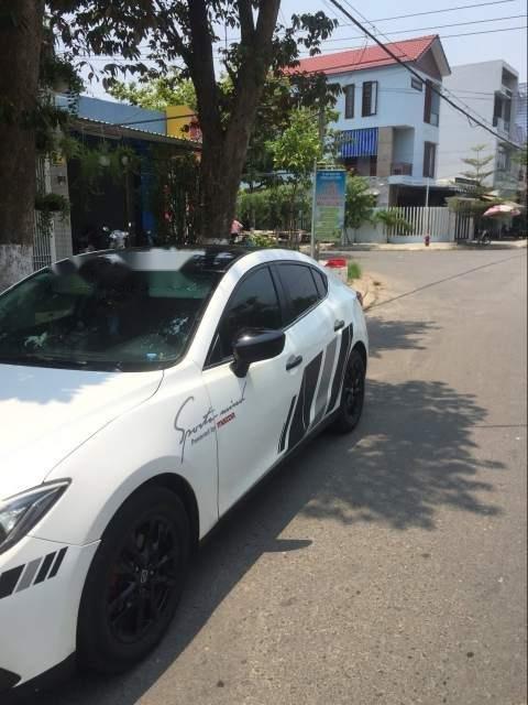 Cần bán gấp Mazda 3 năm 2017, màu trắng xe gia đình-0