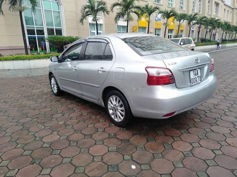 Bán Toyota Vios E sản xuất năm 2011, màu bạc như mới, giá tốt-1