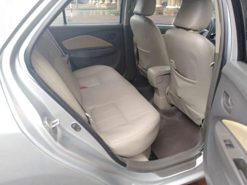 Bán Toyota Vios E sản xuất năm 2011, màu bạc như mới, giá tốt-4