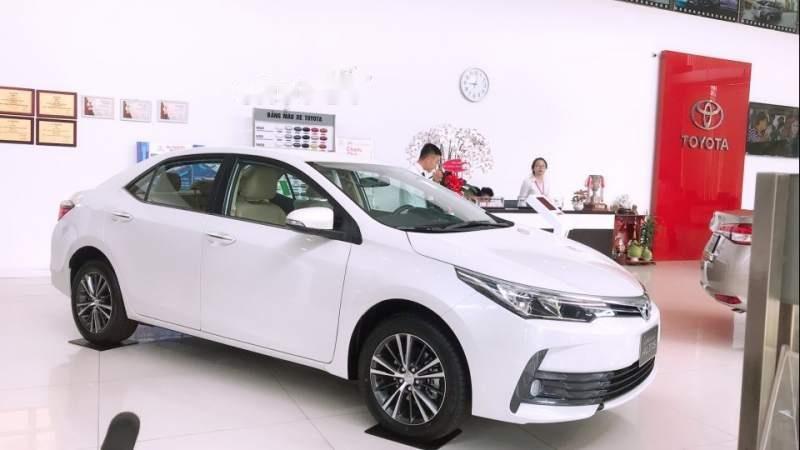 Bán Toyota Corolla altis 1.8 2019, màu trắng, giá tốt-0