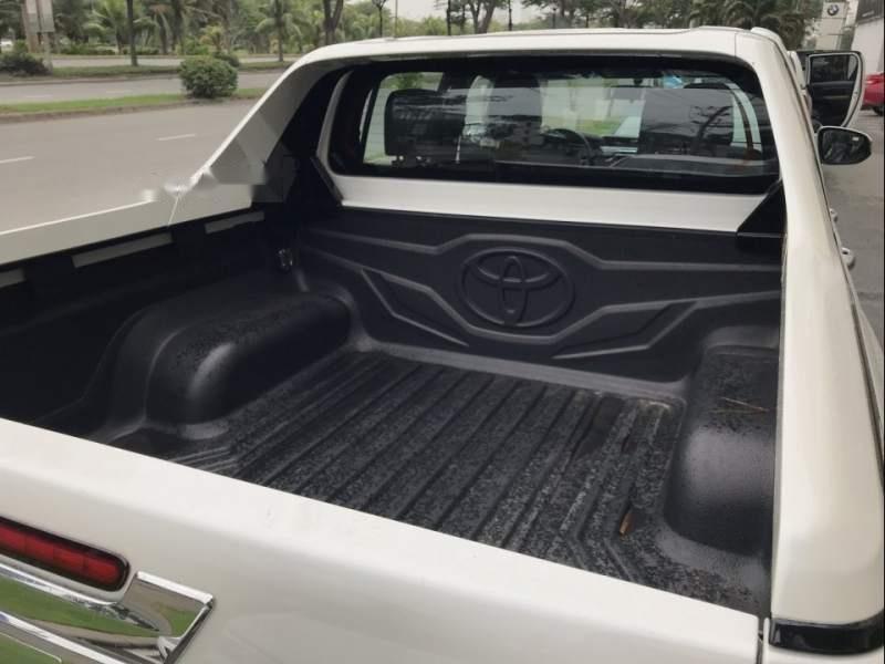 Bán Toyota Hilux sản xuất 2019, màu trắng, nhập khẩu nguyên chiếc (6)
