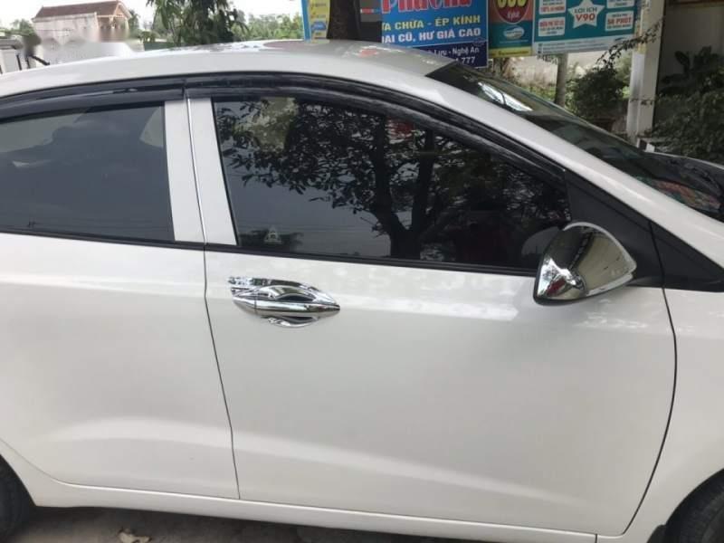 Cần bán gấp Hyundai Grand i10 sản xuất năm 2015, màu trắng, xe nhập-4