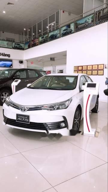Bán Toyota Corolla altis 1.8 2019, màu trắng, giá tốt-1
