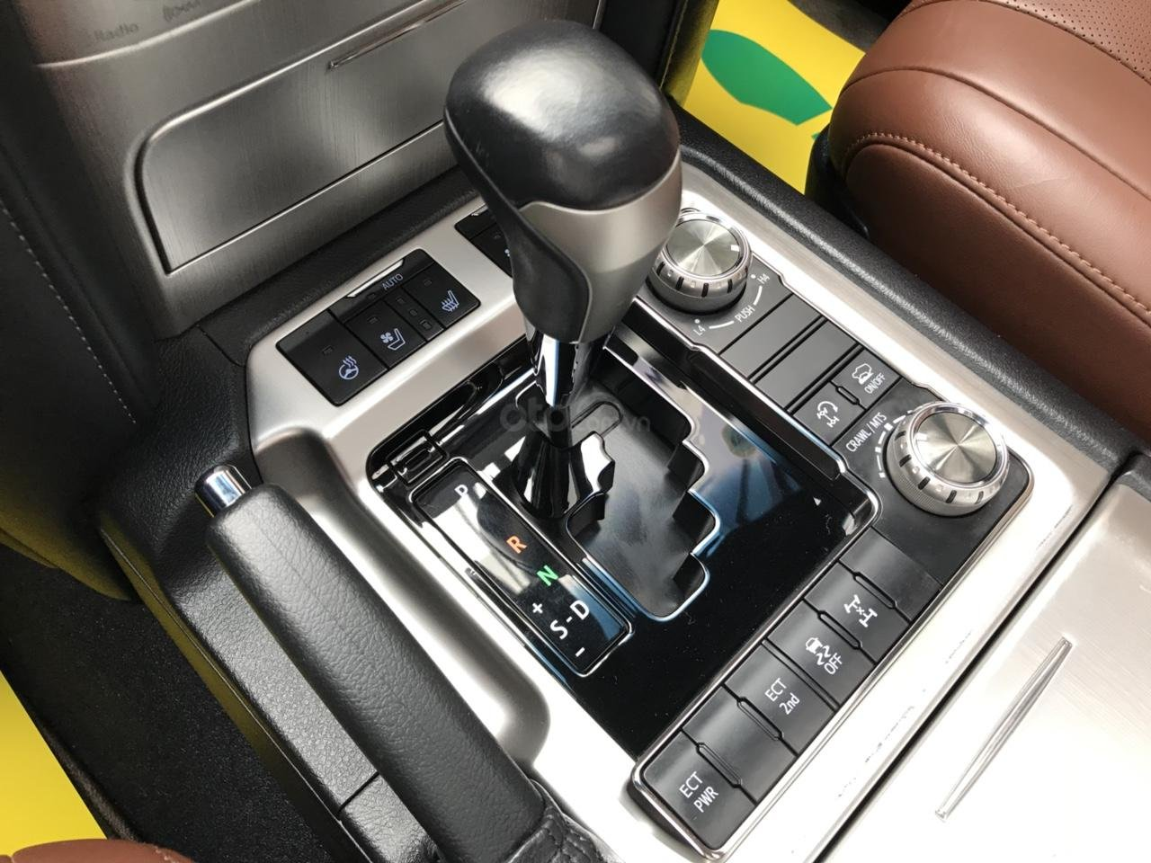 MT Auto bán Toyota Land Cruiser V8 5.7 SX 2016, xe mới 100% màu đen, xe nhập Mỹ nguyên chiếc - LH em Hương 0945392468-8