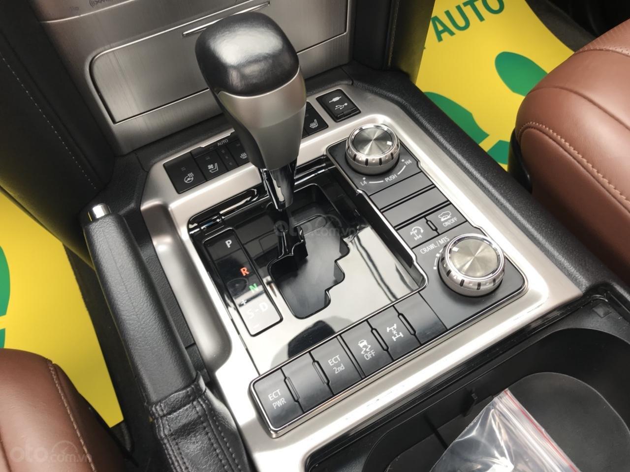 MT Auto bán Toyota Land Cruiser V8 5.7 SX 2016, xe mới 100% màu đen, xe nhập Mỹ nguyên chiếc - LH em Hương 0945392468-12