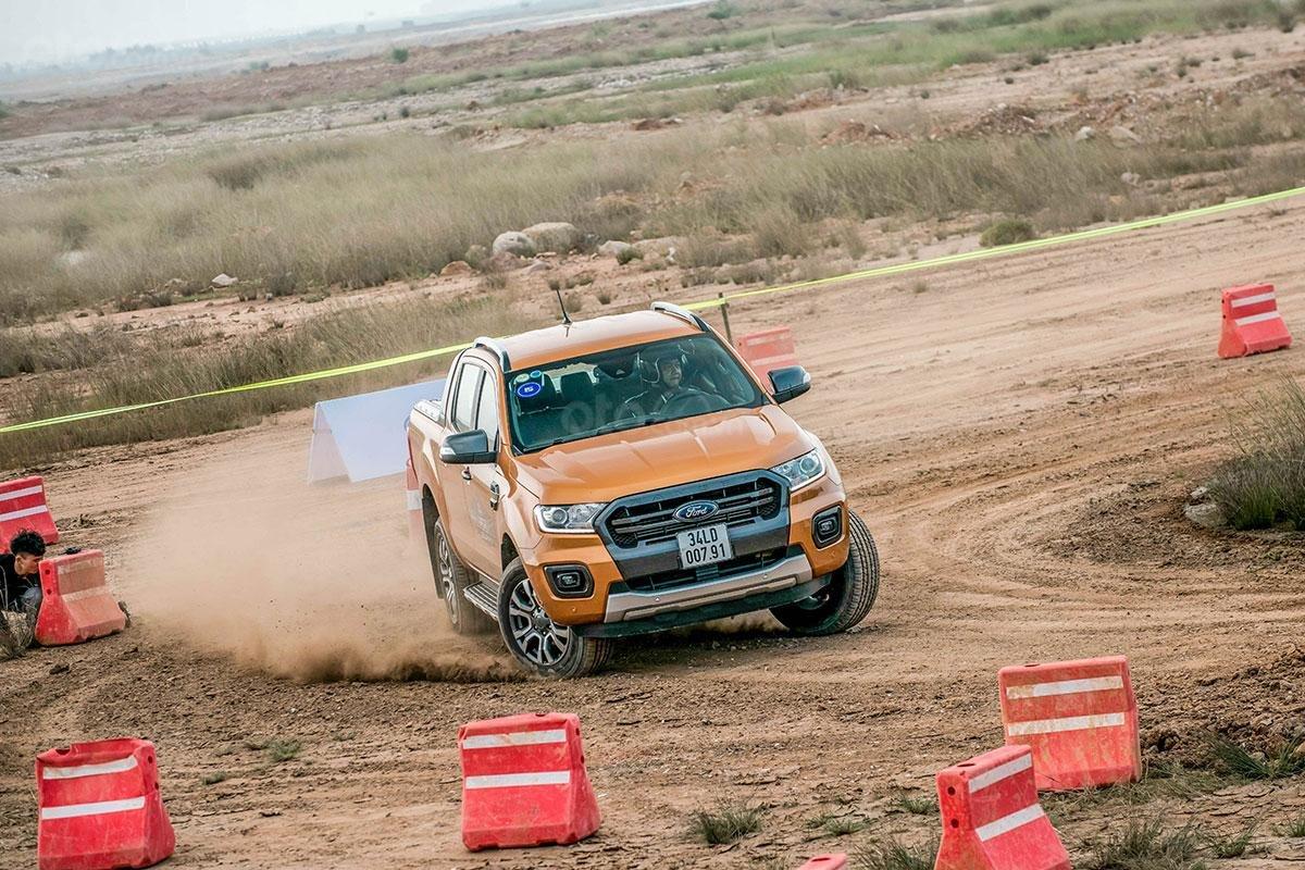 Vận hành Ford Ranger Wildtrak 4x4 2019: Hệ thống dẫn động 4 bánh.