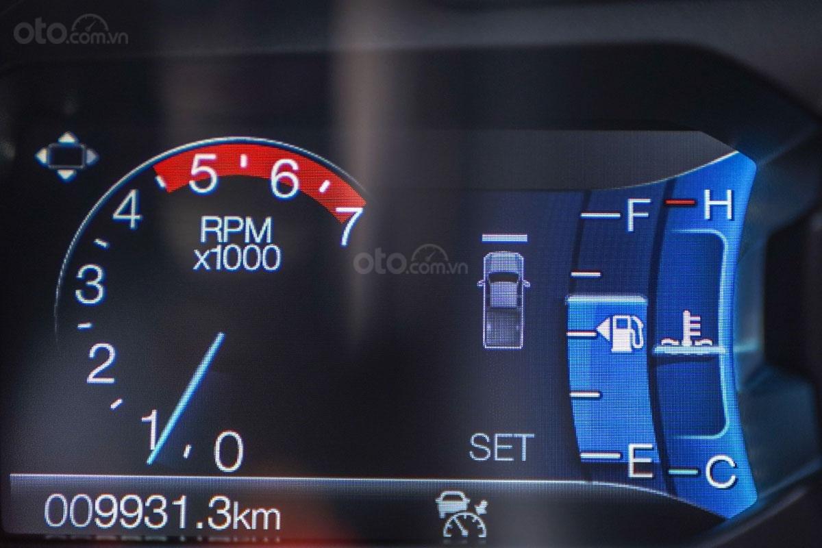 Vận hành Ford Ranger Wildtrak 4x4 2019: Hệ thống giữ khoảng cách xe.