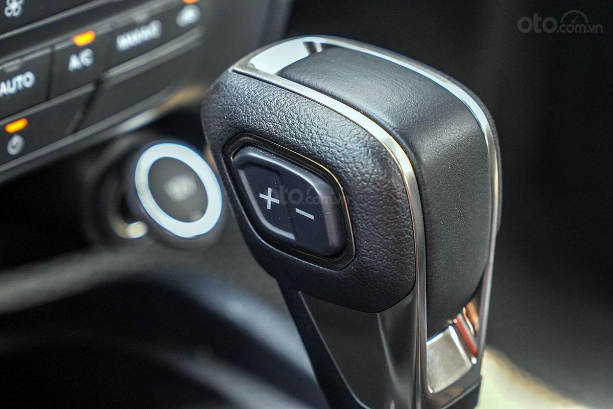 Vận hành Ford Ranger Wildtrak 4x4 2019: nút chuyển số.