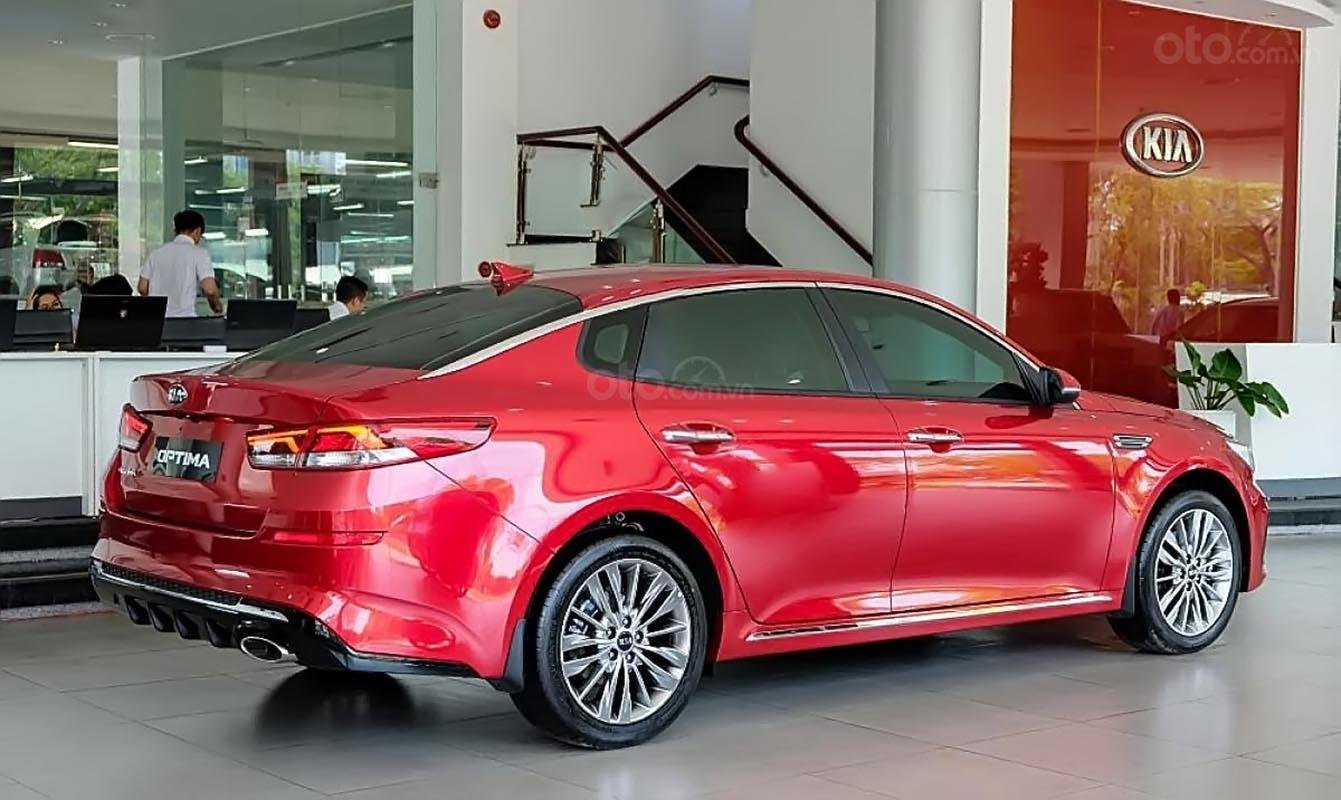Cần bán Kia Optima 2.0 đời 2019, màu đỏ-1