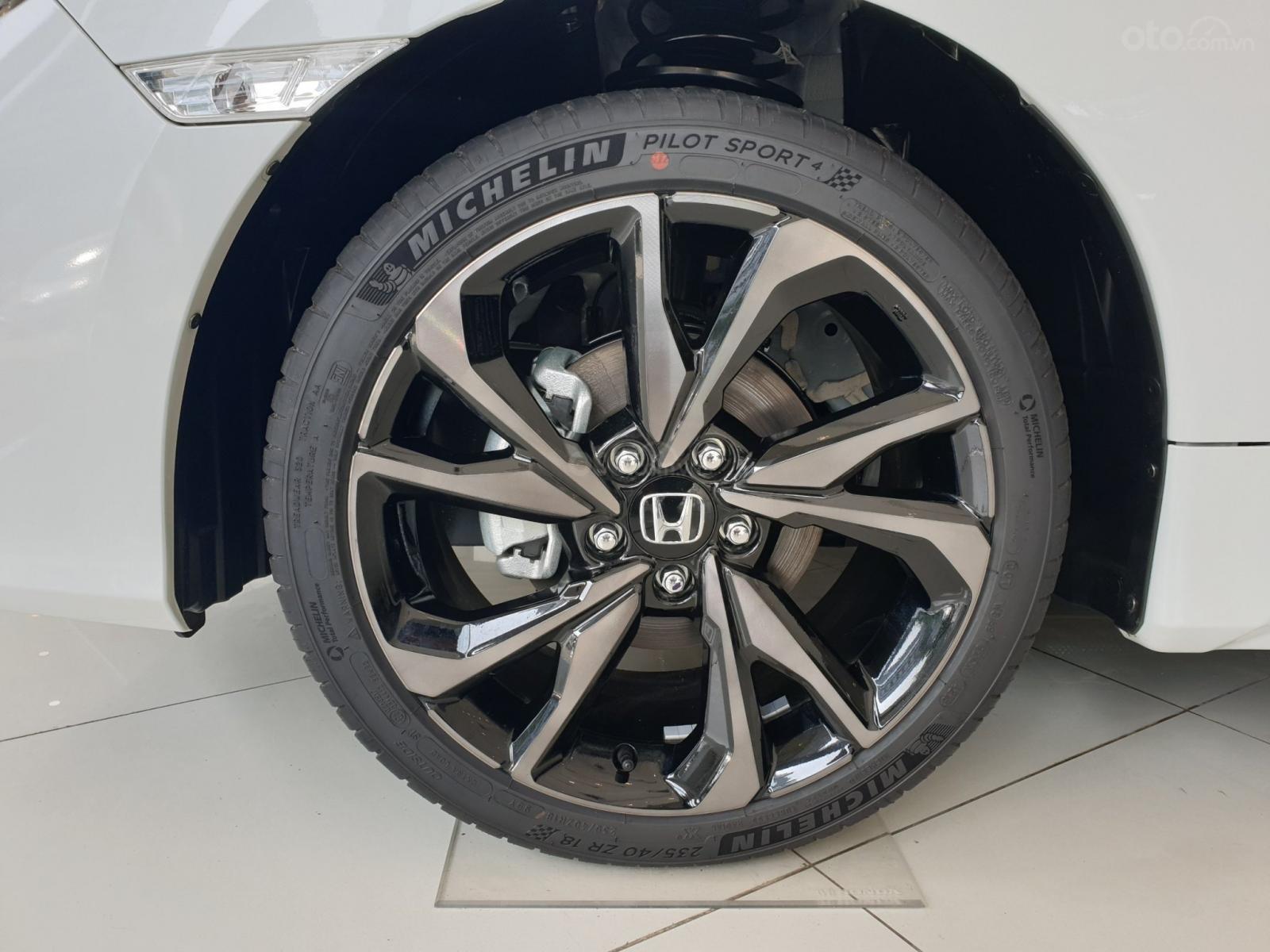 Cần bán Honda Civic RS 2019, xe nhập Thái, giao ngay kèm khuyến mại cực kỳ ưu đãi (10)