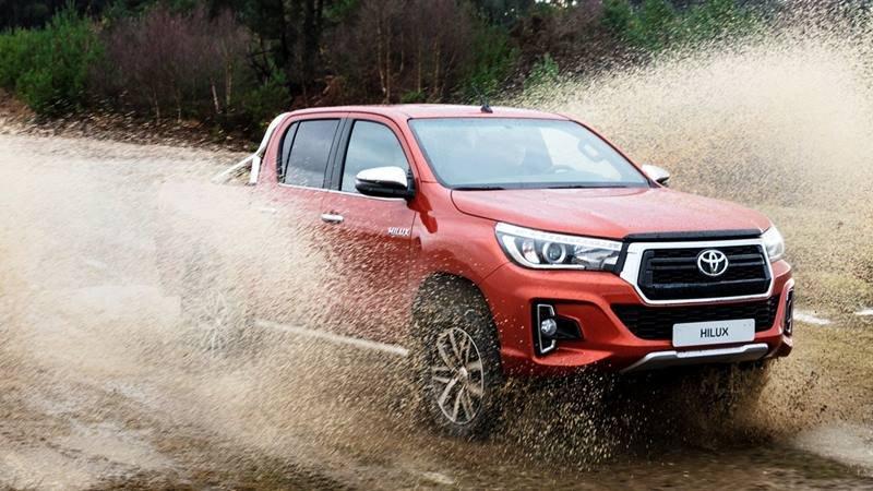 Giá xe Toyota Hilux 2018 hiện tại là bao nhiêu?