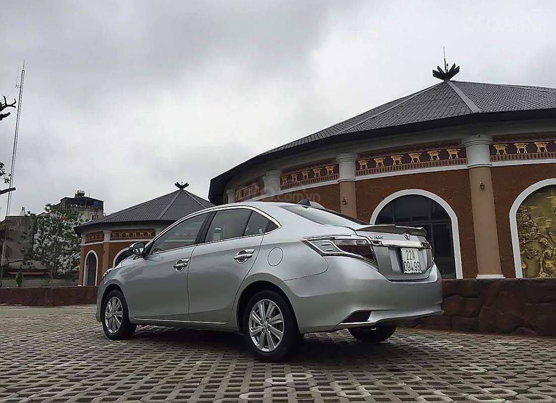 Bán Toyota Vios E sản xuất năm 2015, màu bạc chính chủ-0