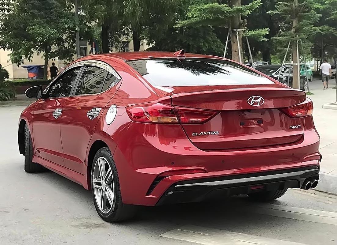 Cần bán gấp Hyundai Elantra 1.6 tubor đời 2018, màu đỏ-1