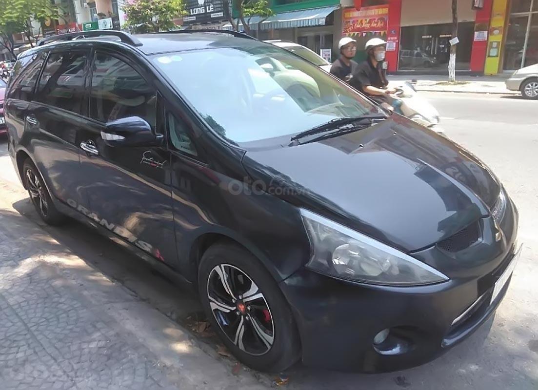 Bán xe cũ Mitsubishi Grandis đời 2010, màu đen-1