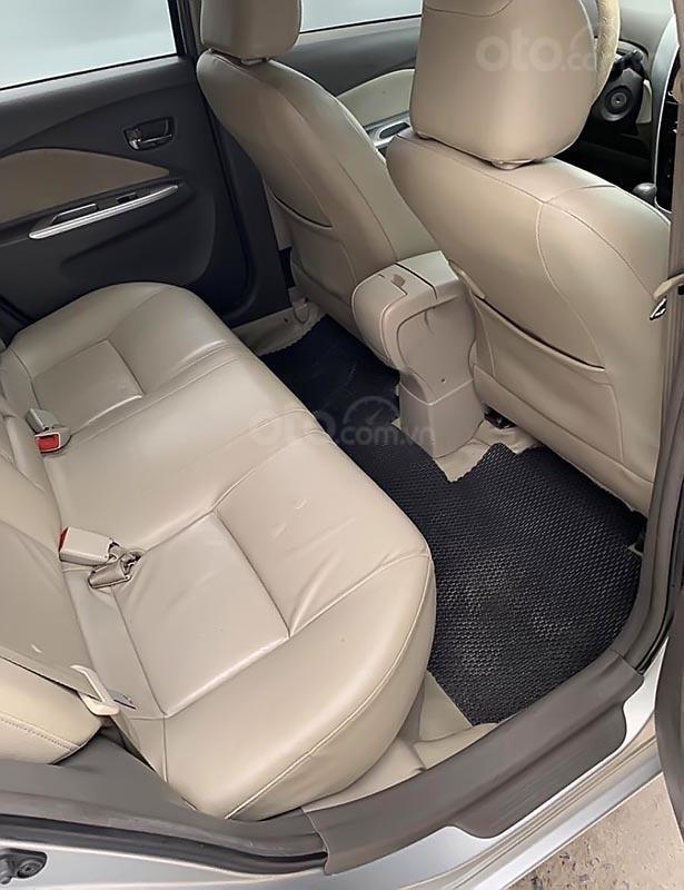 Cần bán gấp Toyota Vios đời 2014, màu bạc số tự động-1
