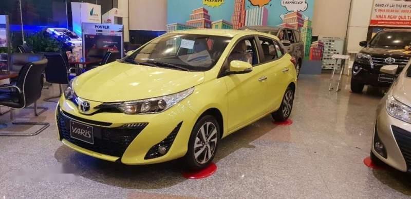 Bán xe Toyota Yaris sản xuất năm 2018, màu vàng chanh, xe nhập (2)