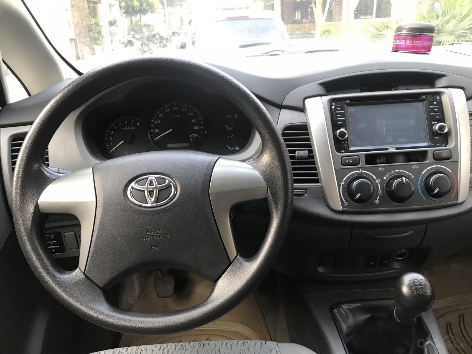 Bán Toyota Innova MT năm 2013, màu bạc-1