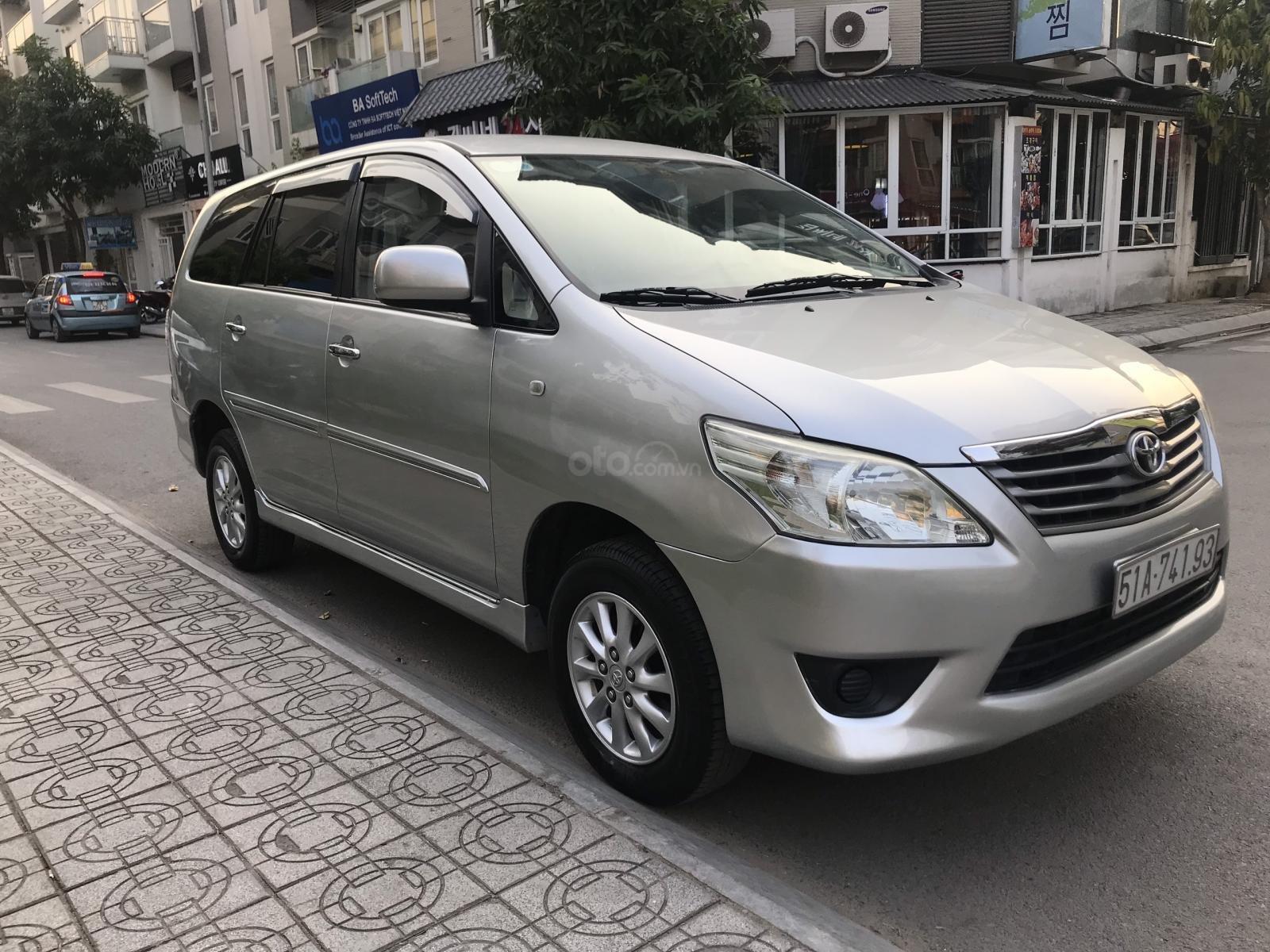 Bán Toyota Innova MT năm 2013, màu bạc-3