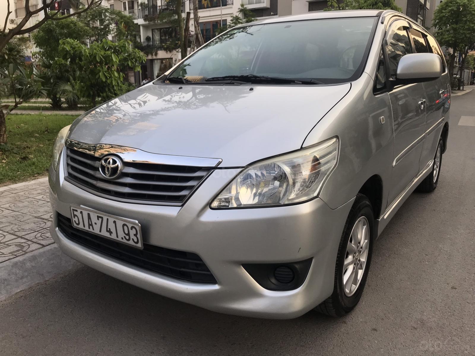 Bán Toyota Innova MT năm 2013, màu bạc-5