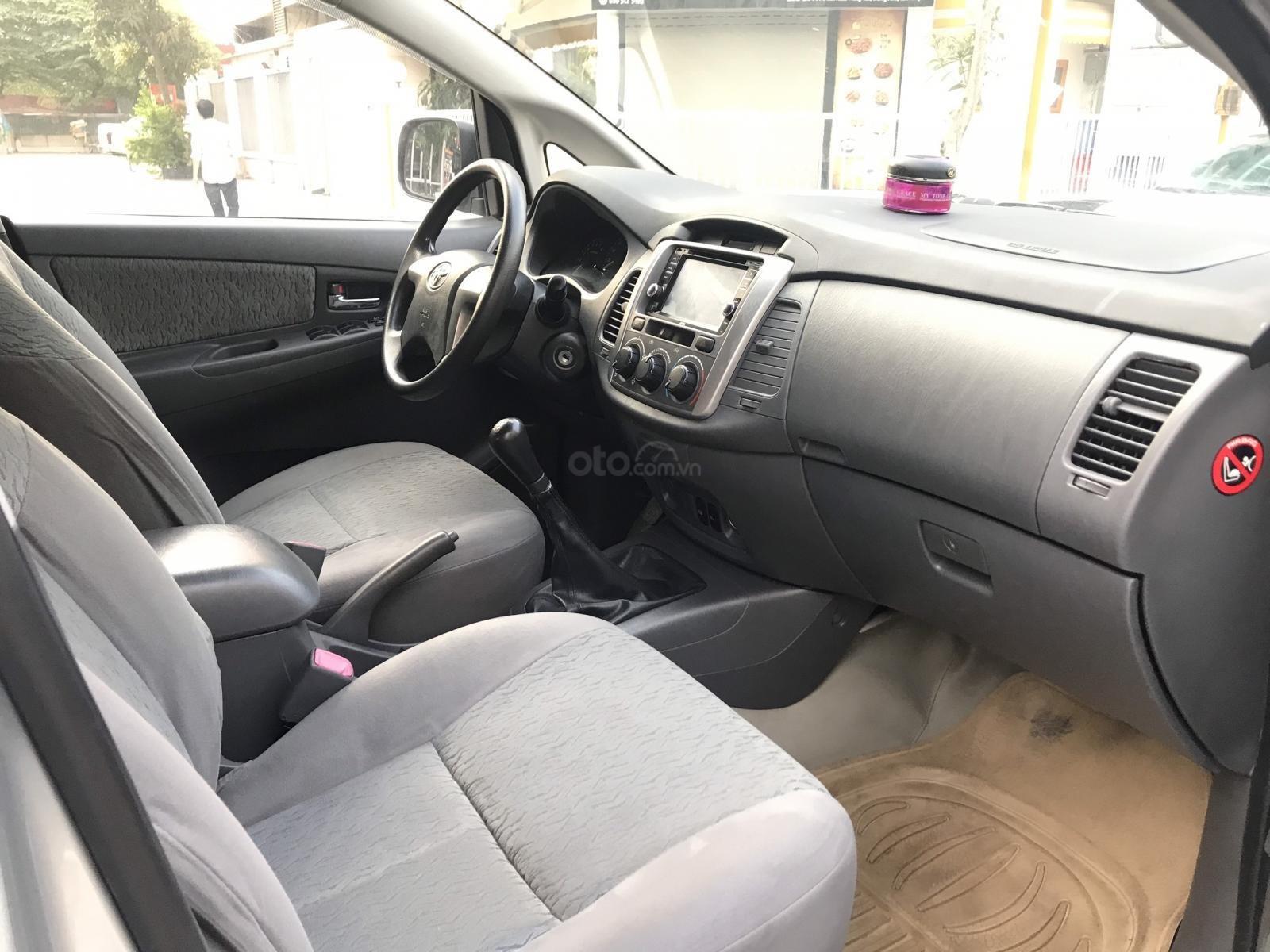 Bán Toyota Innova MT năm 2013, màu bạc-6