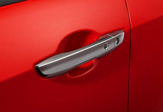 Đánh giá xe Honda Civic 1.5 RS 2019 về thiết kế thân xe: Tay nắm cửa.
