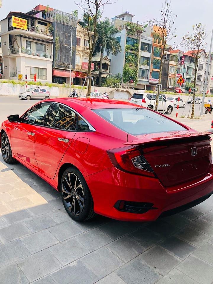 Đánh giá xe Honda Civic 1.5 RS 2019 về thiết kế đuôi xe nhìn nghiêng.