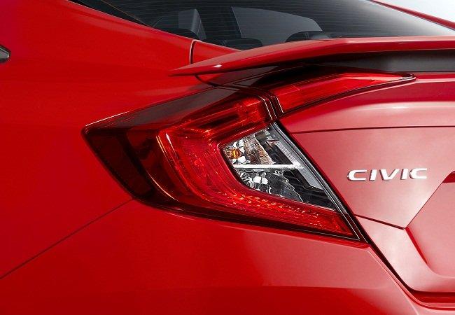 Đánh giá xe Honda Civic 1.5 RS 2019 về thiết kế đuôi xe: Đèn hậu.