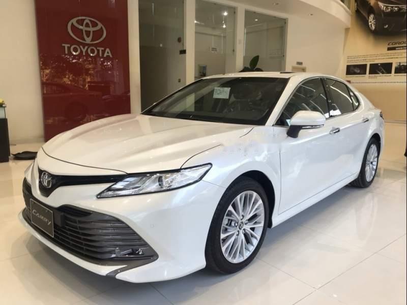 Bán xe Toyota Camry 2019, màu trắng, nhập khẩu  -1