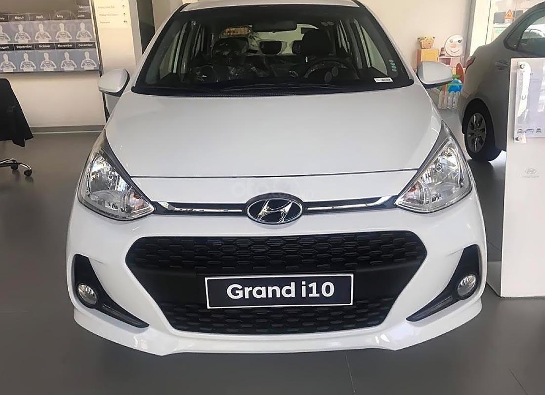 Bán Hyundai Grand i10 đời 2019, màu bạc-1