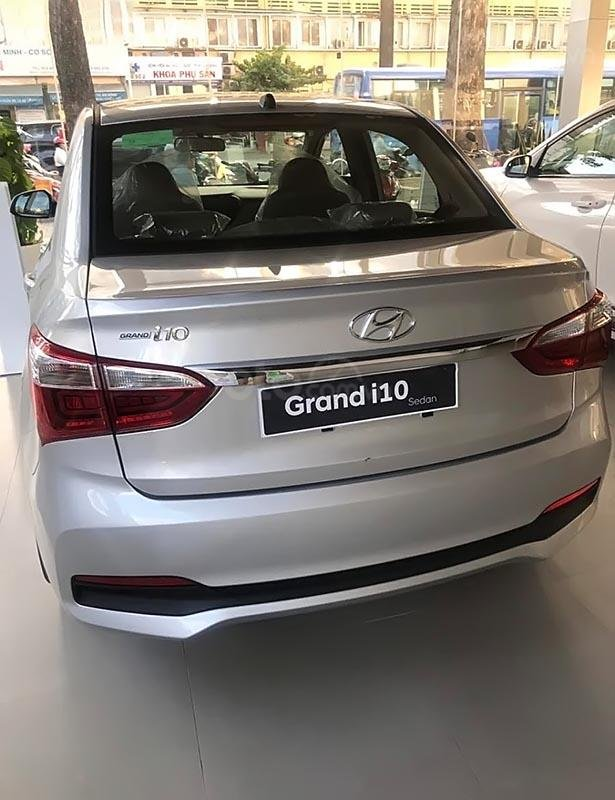 Bán Hyundai Grand i10 đời 2019, màu bạc-0