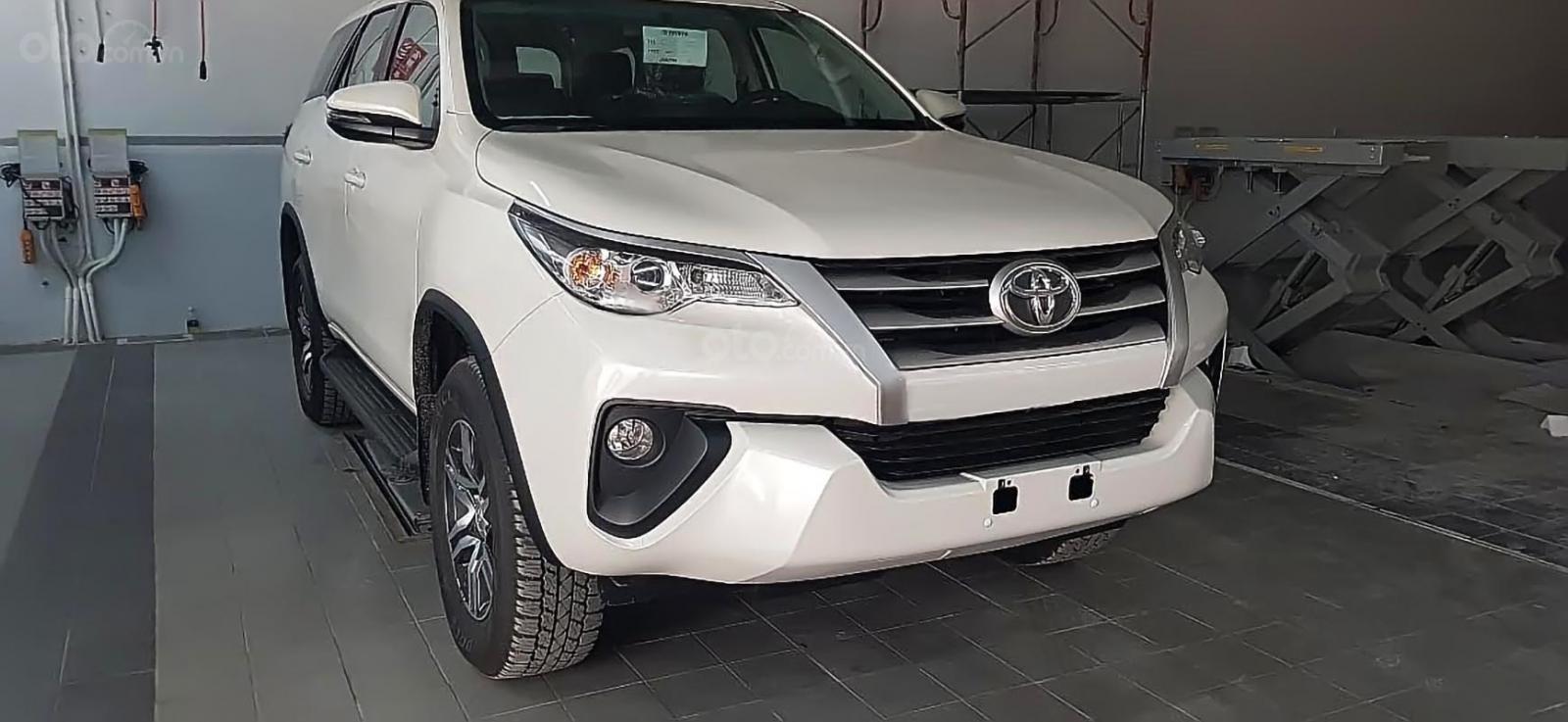 Bán ô tô Toyota Fortuner 2.4G 4x2 MT sản xuất năm 2019, màu trắng, nhập khẩu nguyên chiếc-0
