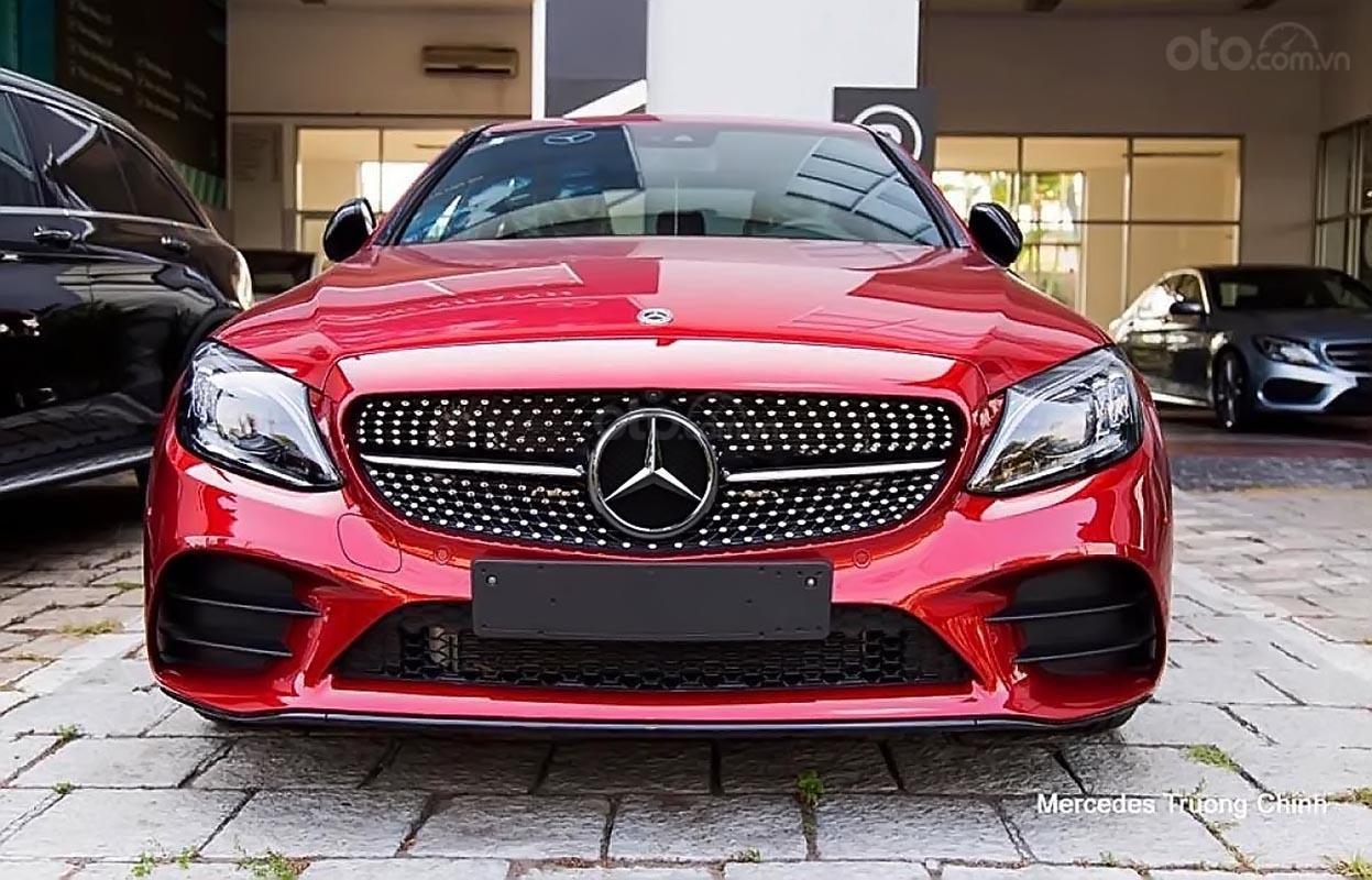 Cần bán xe Mercedes C300 năm 2019, màu đỏ-0