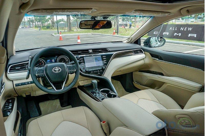 Cận cảnh khoang cabin Toyota Camry 2019 bản 2.5Q