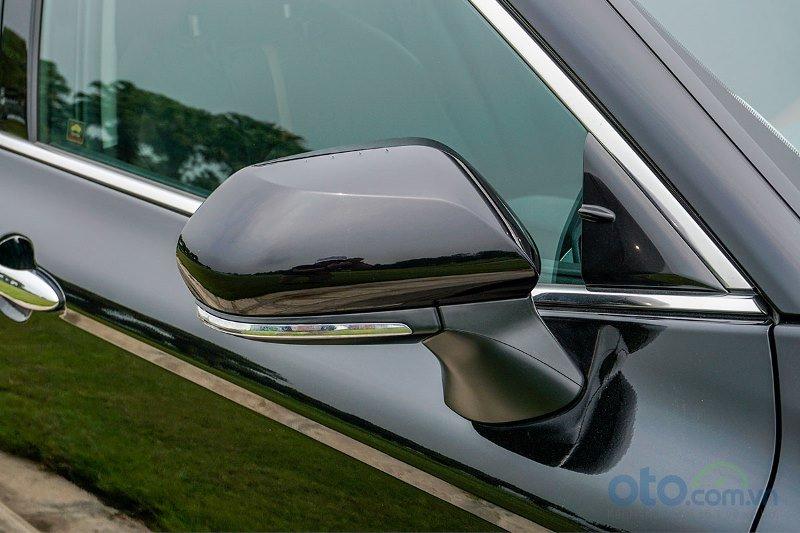 Cận cảnh gương xe Toyota Camry 2019 bản 2.5Q