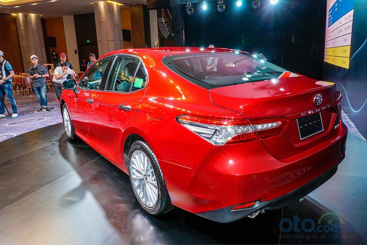 Cận cảnh hông xe Toyota Camry 2019 bản 2.5Q