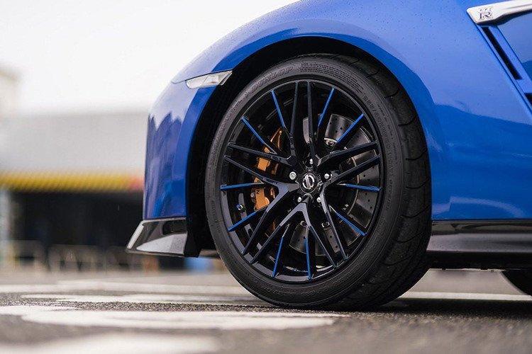 Chính thức ra mắt Nissan GT-R bản đặc biệt kỷ niệm 50 năm gia nhập thị trường Mỹ 4a
