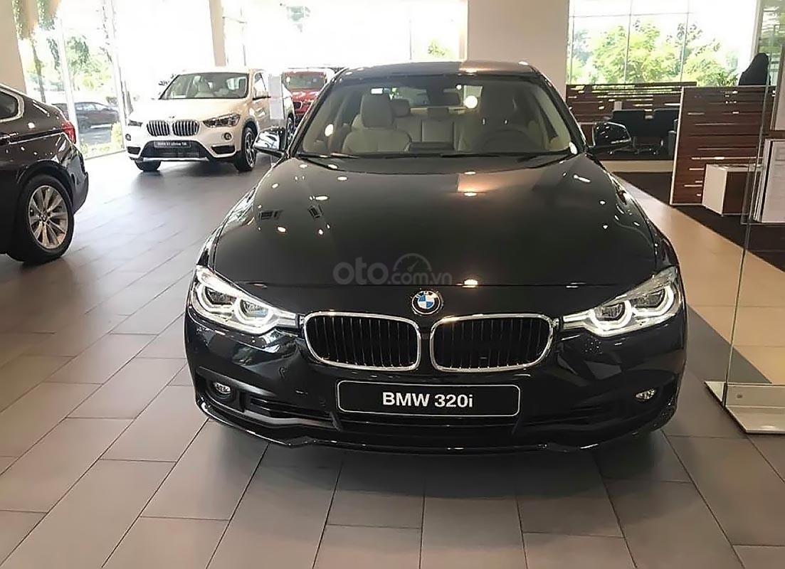 BMW Phú Mỹ Hưng bán BMW 320i, dòng xe Sedan, nhập khẩu từ Đức-1