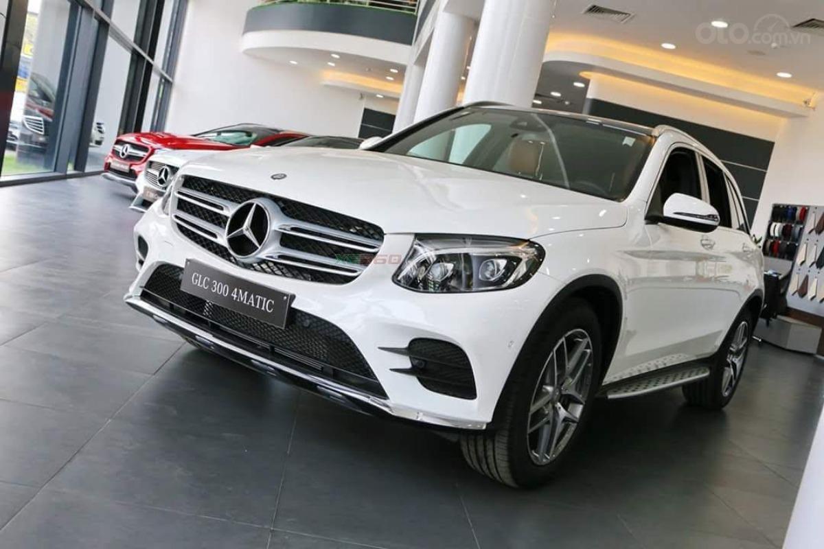 Bán Mercedes-Benz GLC 300 2019 mới 100% KM khủng lh_ 0989.686.948-0