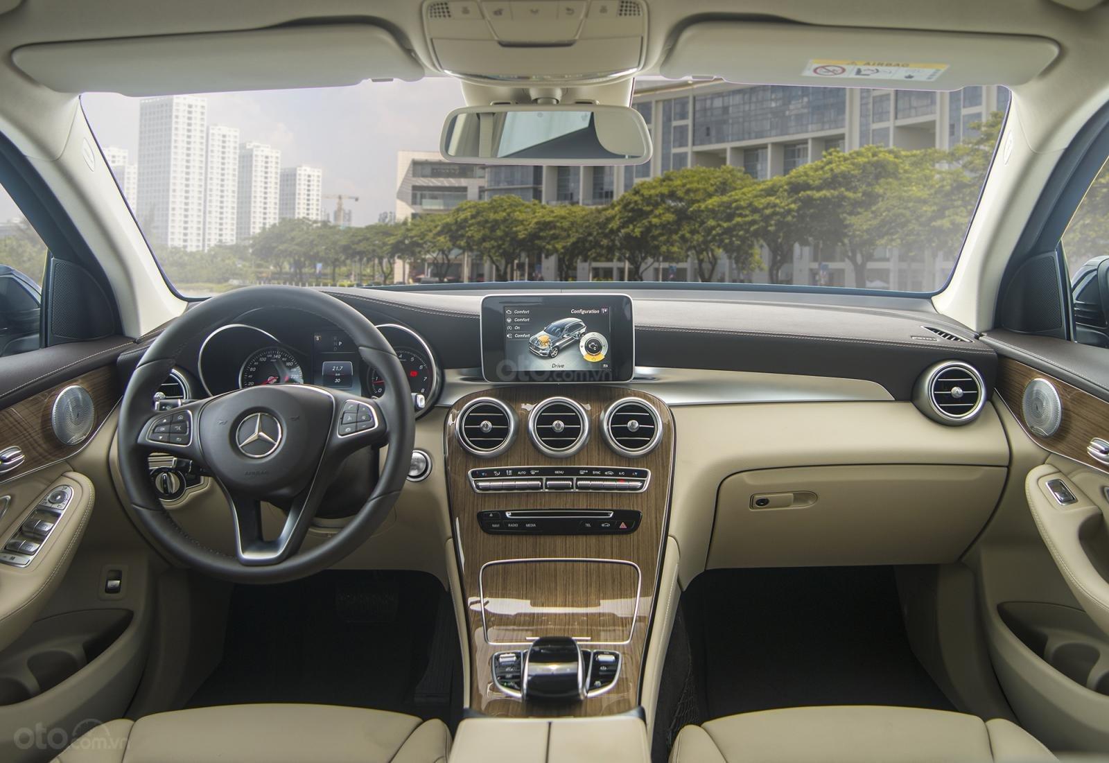 Bán Mercedes-Benz GLC 300 2019 mới 100% KM khủng lh_ 0989.686.948-2