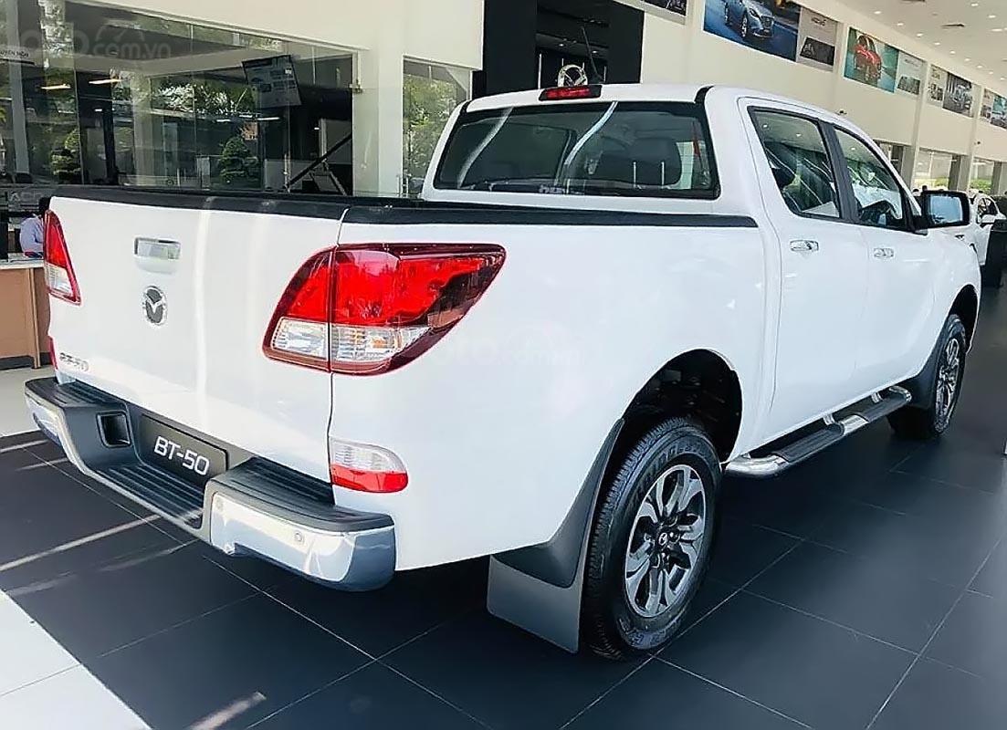 Bán xe Mazda BT 50 2.2L 4x2 ATH sản xuất 2018, màu trắng, mới 100% -3