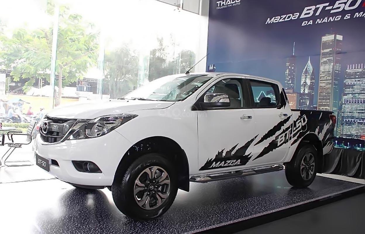 Bán xe Mazda BT 50 2.2L 4x2 ATH sản xuất 2018, màu trắng, mới 100% -0